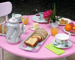 la table garnie du petit déjeuner